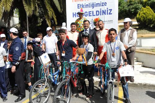 23 Nisan Ulusal Egemenlik Haftası ve Çocuk Bayramı etkinlikleri kapsamında Üsküdar Salacak bir nostaljiye sahne oldu.