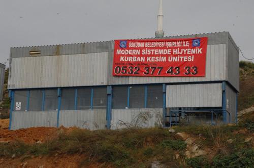 Üsküdar Belediyesi de çeşitli noktalara kurduğu kurban kesim yerleri ile bayrama hazır hale geldi.