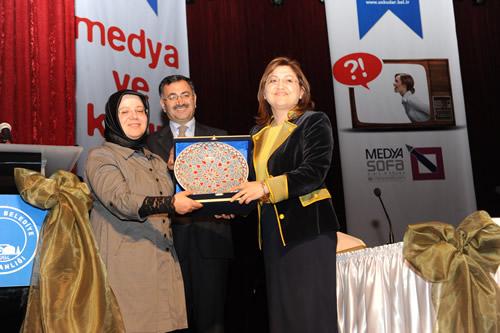 Aile ve Sosyal Politikalar Bakanı Fatma Şahin Üsküdar'da Kadın ve Medya konulu panele katıldı