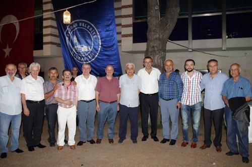 Üsküdar Rizeliler Derneği hafta sonunda yapmış olduğu olağanüstü kongrenin ardından yeni yönetimiyle birlikte ilk icraatını Üsküdar Belediyesi Sosyal Tesisleri'nde iftar programı organize ederek yaptı.