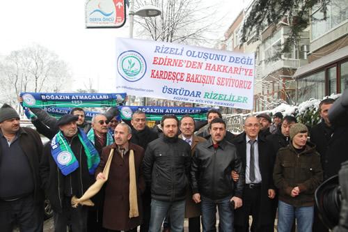 Üsküdar Rizeliler Eğitim ve Kültür Derneği, Başbakan Recep Tayyip Erdoğan'ı ziyaret ederek geçmiş olsun dileklerinde bulundu.