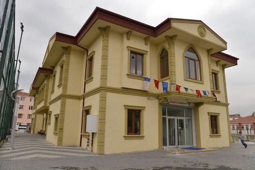 Selami Ali Mahallesi'nde yapımı tamamlanan Selami Ali Spor Merkezi ve Bilgi Evi hizmete girdi.