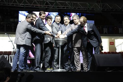 Üsküdar Gençlik Merkezi'nin ev sahipliğinde, Gençlik Spor Genel Müdürlüğü, Üsküdar Kaymakamlığı ve İlçe Milli Eğitim Müdürlüğü'nün işbirliğiyle, 1 Nisan - 31 Mayıs tarihleri arasında gerçekleştirilmekte olan Üsküdar Spor Oyunları başladı.
