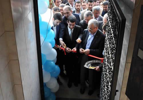 Üsküdar Ülkü Ocakları Başkanlık görevinde yapılan değişimden sonra Üsküdar'daki yeni adresinde Kuran'ı kerim okunarak hizmete açıldı.