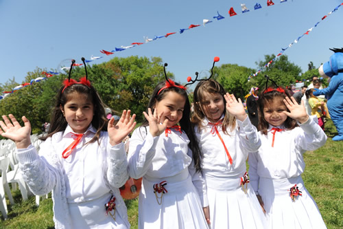 Cumhuriyetimizin kuruluşunun 92. yılını kutladığımız bu günlerde, 23 Nisan Haftası kapsamında Üsküdar Belediyesi tarafından 27-29 Nisan tarihleri arasında Üsküdar'da Çocuk Şenlikleri düzenlendi.