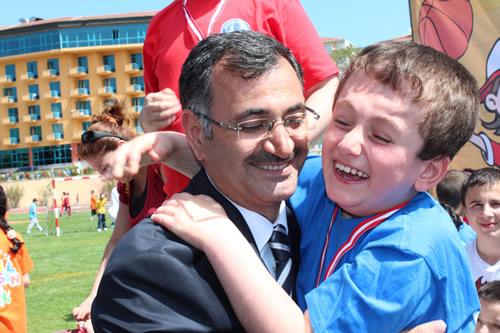 Üsküdar'da 23 Nisan Çocuk Olimpiyatları'nın 5.'si gerçekleştirildi