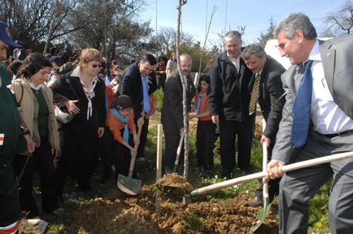 Validebağ Korusu'nda ağaçlandırma şenliği...