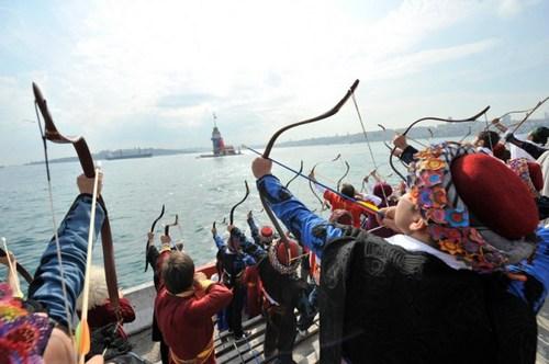 2. Necmeddin Okyay Geleneksel Okçuluk Festivali Üsküdar Salacak sahilinde gerçekleştirildi.