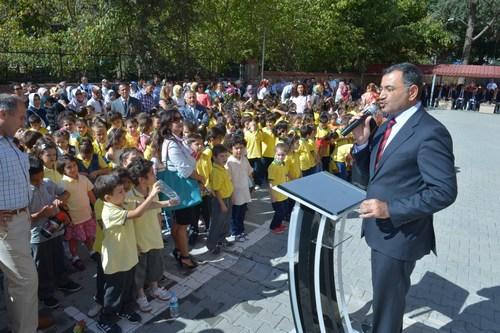 2013-2014 Eğitim ve Öğretim Döneminin açılışı Üsküdar Çamlıca İlköğretim Okulu'nda düzenlenen törenle yapıldı