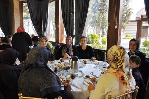 �sk�dar'daki annelerden Do�u'daki annelere bar�� mektubu