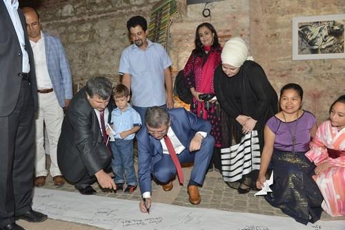 Üsküdar Beylerbeyi Sarayı'nda düzenlenen ArtQuake İstanbul 2014 Üsküdar Bienali sergisi törenle açıldı