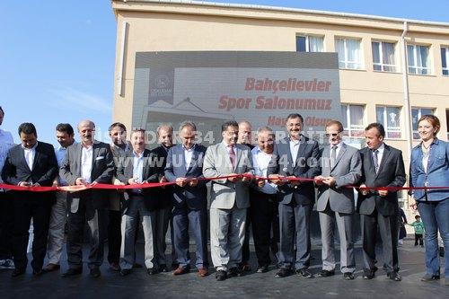 4. Murat İlköğretim Okulu Üsküdar Belediyesi'nin katkılarıyla kapalı spor salonuna kavuştu