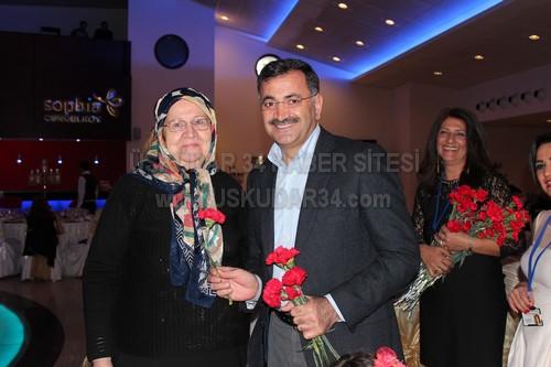 Üsküdar'ın en güzel kadınlar günü kutlaması Çengelköy İlköğretim Okulu Okul Aile Birliği tarafından yapıldı.