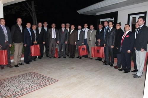 Üsküdar Belediye Başkanı Hilmi Türkmen, ilçedeki iftar yemeği organizasyonlarına sponsor olan işadamlarını, Cemile Sultan Korusu'nda verdiği yemekte ağırlayarak teşekkür etti.
