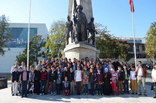 Üsküdar Çocuk Akademileri Öğrencileri, Piri Reis'in hayatını ve eserlerini konu alan ''Piri Reis ve Haritaları'' sergisini ziyaret etti..