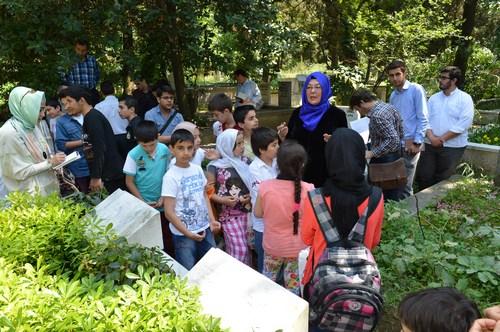 Üsküdarlı öğrenciler Cemil Meriç'i dualarla andı