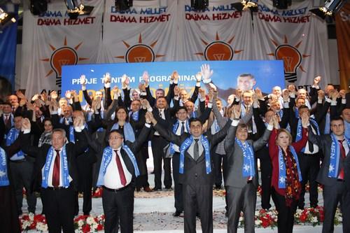 AK Parti Üsküdar Belediye Başkan Adayı ''Üsküdar Sevdalısı'' Hilmi Türkmen, Belediye Meclis Üyeleri ve Projelerini yeni hizmete açılan Çamlıca Spor Salonu'nda düzenlenen muhteşem bir program ile kamuoyuna tanıttı.