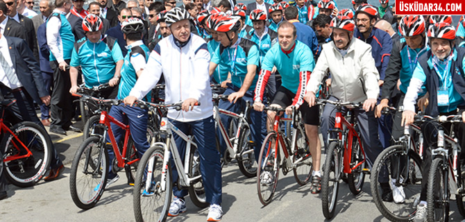 Cumhurbaşkanı Erdoğan Salacak'ta pedal çevirdi