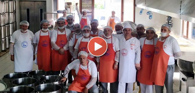 �sk�dar'da her g�n 30 bin ki�iye iftar veriliyor