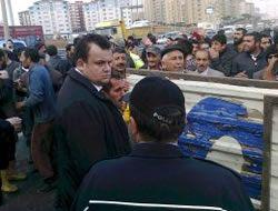 Kurban satıcıları yol kapatıp eylem yaptı