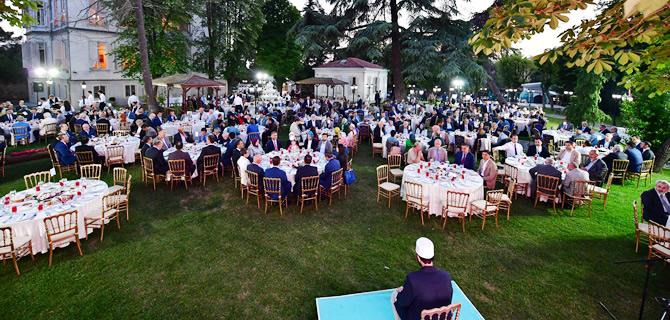 Siyaset, sanat, spor ve eğitim camiasını Üsküdar'da buluşturan iftar