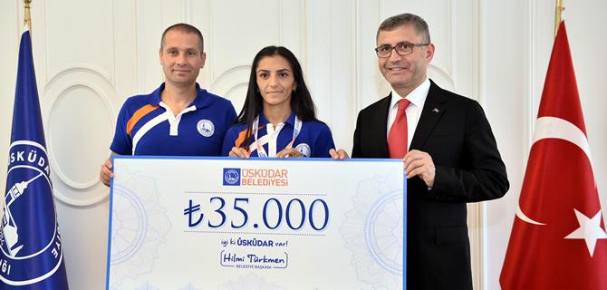 Hilmi Türkmen'den Avrupa 3.'sü Özlem Kaya'ya 35 bin lira para ödülü