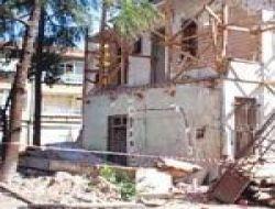 Üsküdar 'da Balkon Çöktü