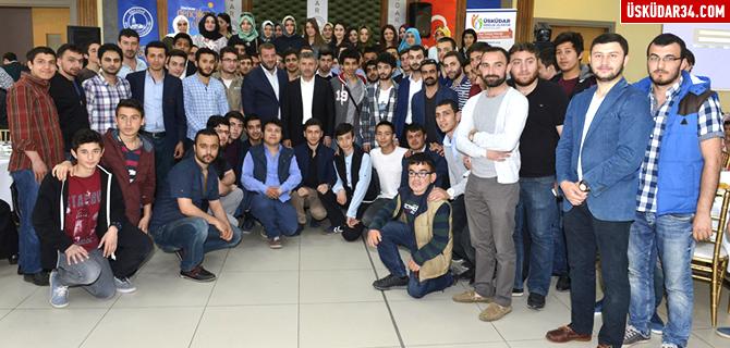 Başkan Türkmen, ilk defa oy kullanacak gençlerle buluştu
