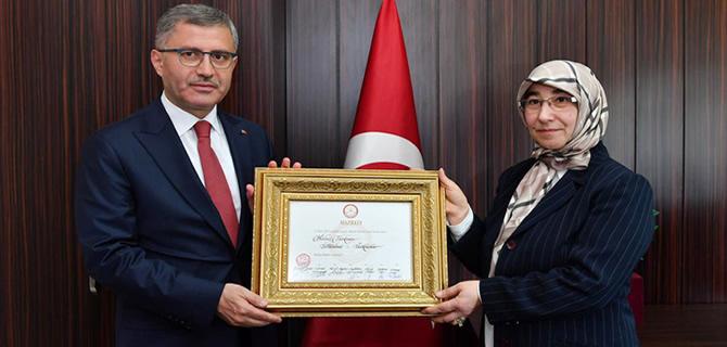 Başkan Türkmen, Mazbatayı aldı