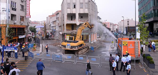 Üsküdar Belediye Binası önünde meydan çalışmaları başladı