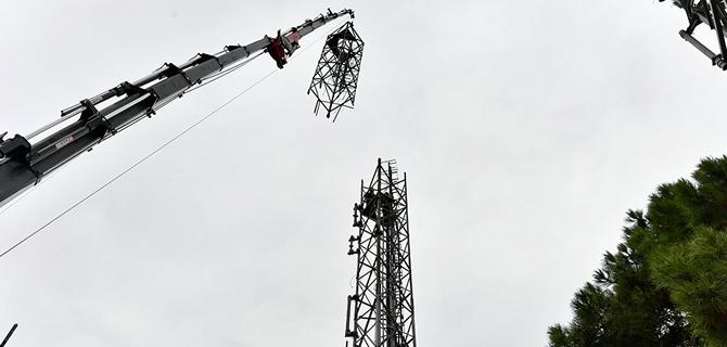 Çamlıca Tepesi'nde bulunan eski anten vericiler sökülüyor