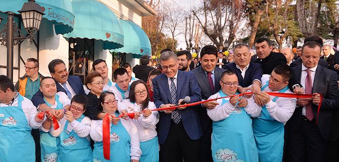 Üsküdar'ın en özel mekanı ''Tebessüm Kahvesi'' hizmete açıldı!