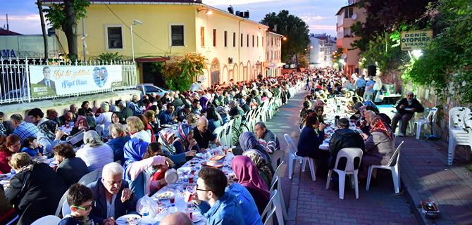 Üsküdar'ın Gönül Sofraları binlerce kişiyi ağırlıyor