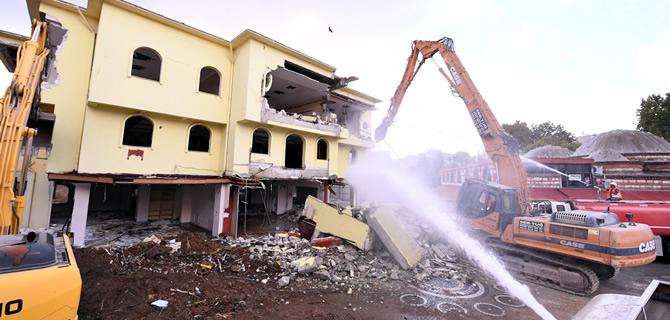 �sk�dar Meydan Projesi i�in ilk kazma vuruldu